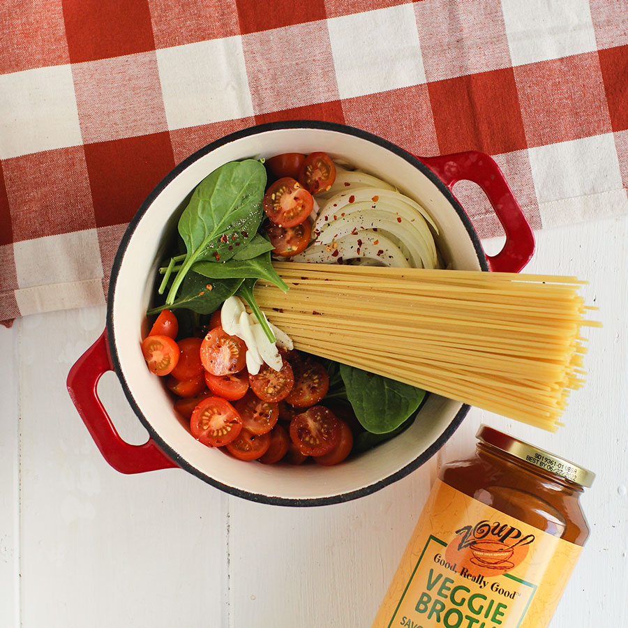 one pot pasta dinner recipe using zoup veggie broth, spaghetti noodles, onions, tomatoes, cheese and spinach